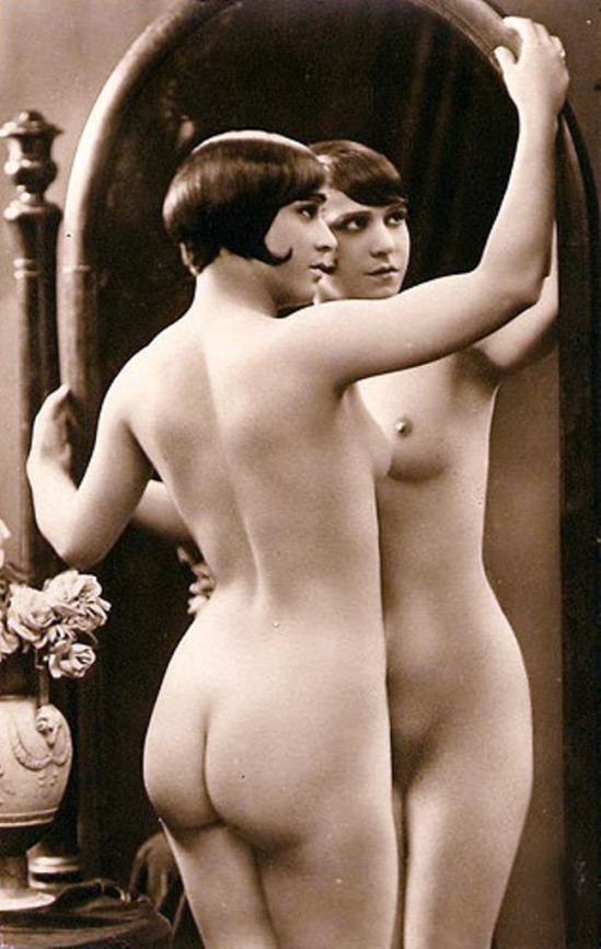 Photograph of Alice Prin 'Kiki' in Nu au miroir, by Julien Mandel, 1910-1930